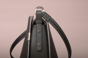 leather bags_detail saddle bag by Ensomono