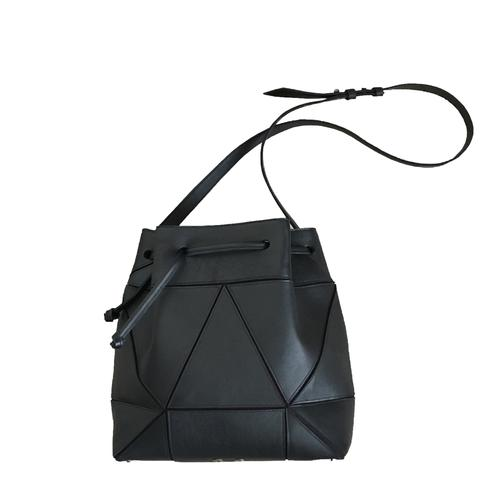 Bucket_bag_black_Lara Kazis_Fold it