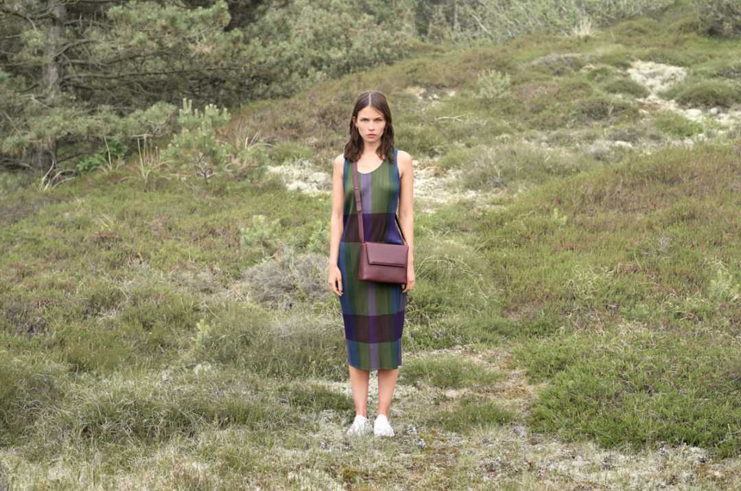 EARLY bags: Twenty One Cross Body Bag wine red